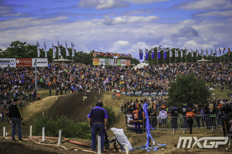 PeopleOnTheTrack_MXGP_11_D_2014