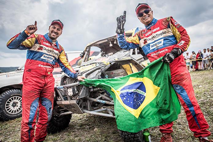 Brasileiros são campeões do Rally Dakar